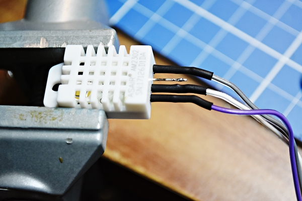 Soldering cables on the DHT22 sensor and isolating pins with heatshrink tube