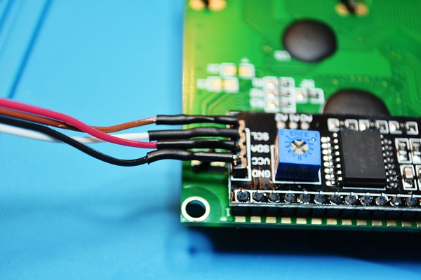 Soldering cables on the I2C adapter of the LCD2004 and isolating pins with heatshrink tube