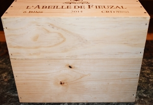 Wooden wine box front view